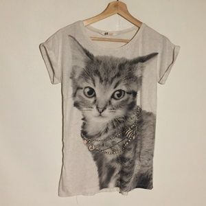 H&M T Shirt Cat With Jeweled Necklace Graphic